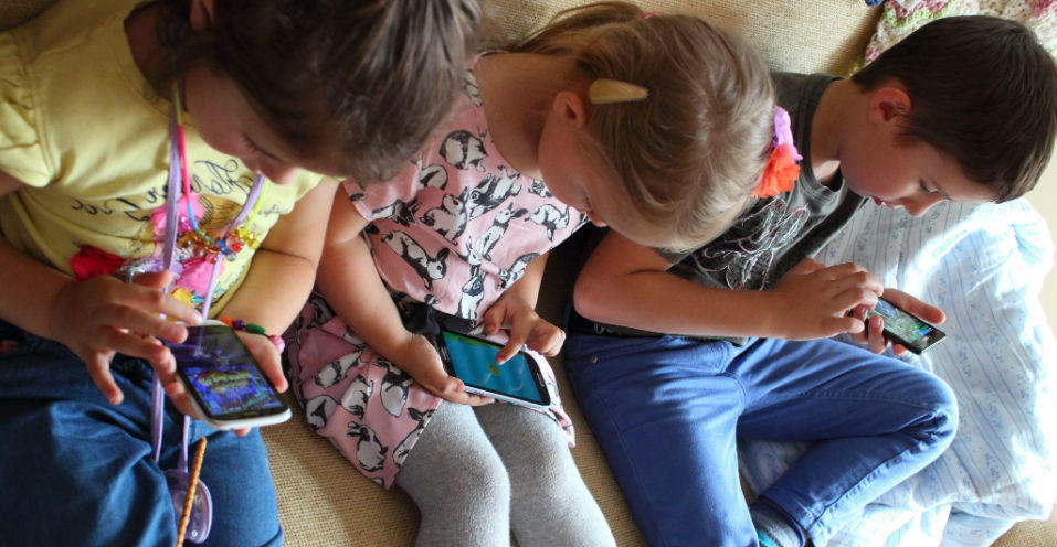 Children as Young as 4 Getting a Mobile Phone this Christmas